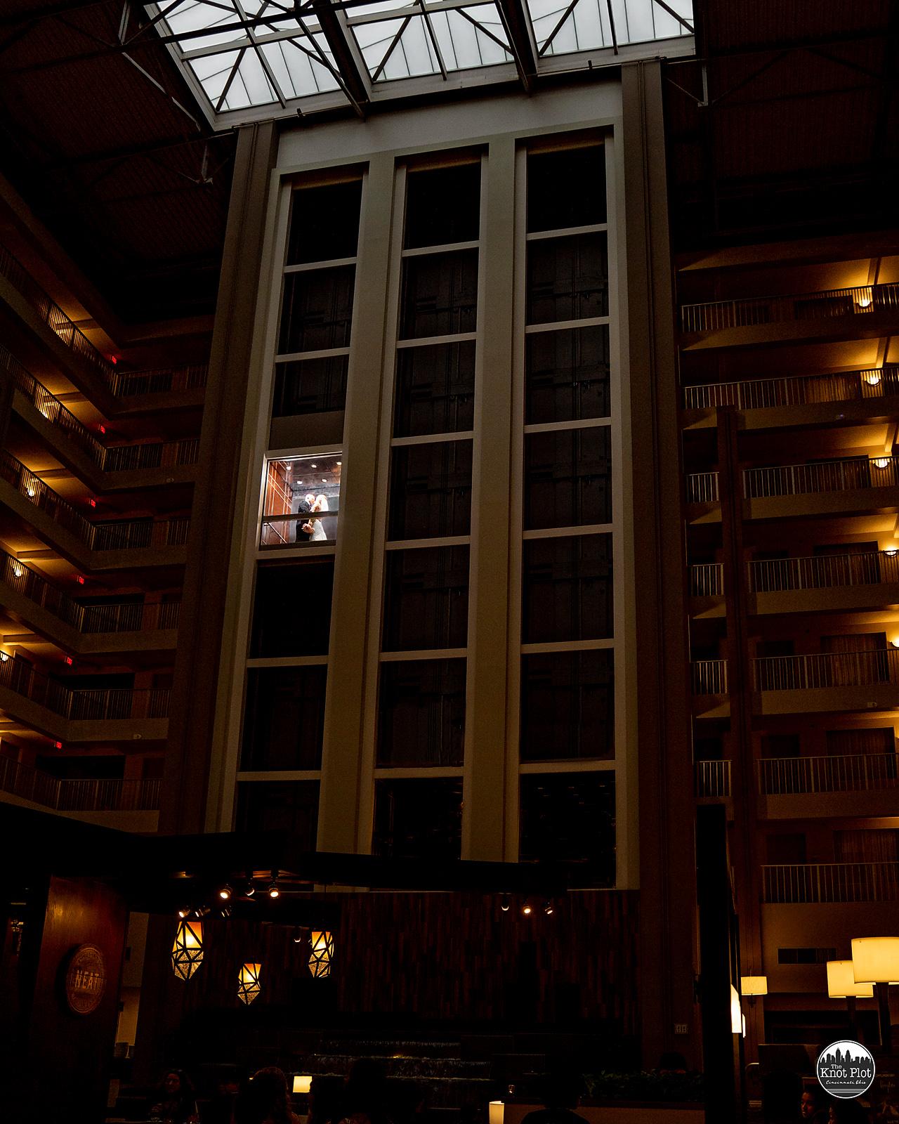 Embassy-Suites-Rivercenter-Cincinnati-Wedding-Photography-19.jpg