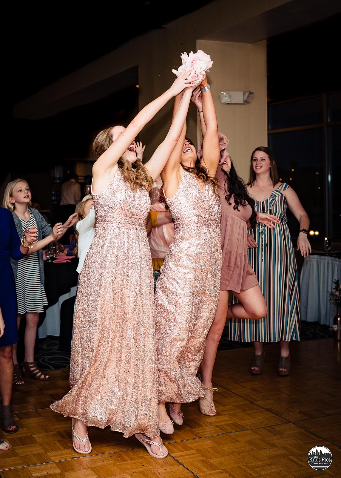 Embassy-Suites-Rivercenter-Cincinnati-Wedding-Photography-29.jpg