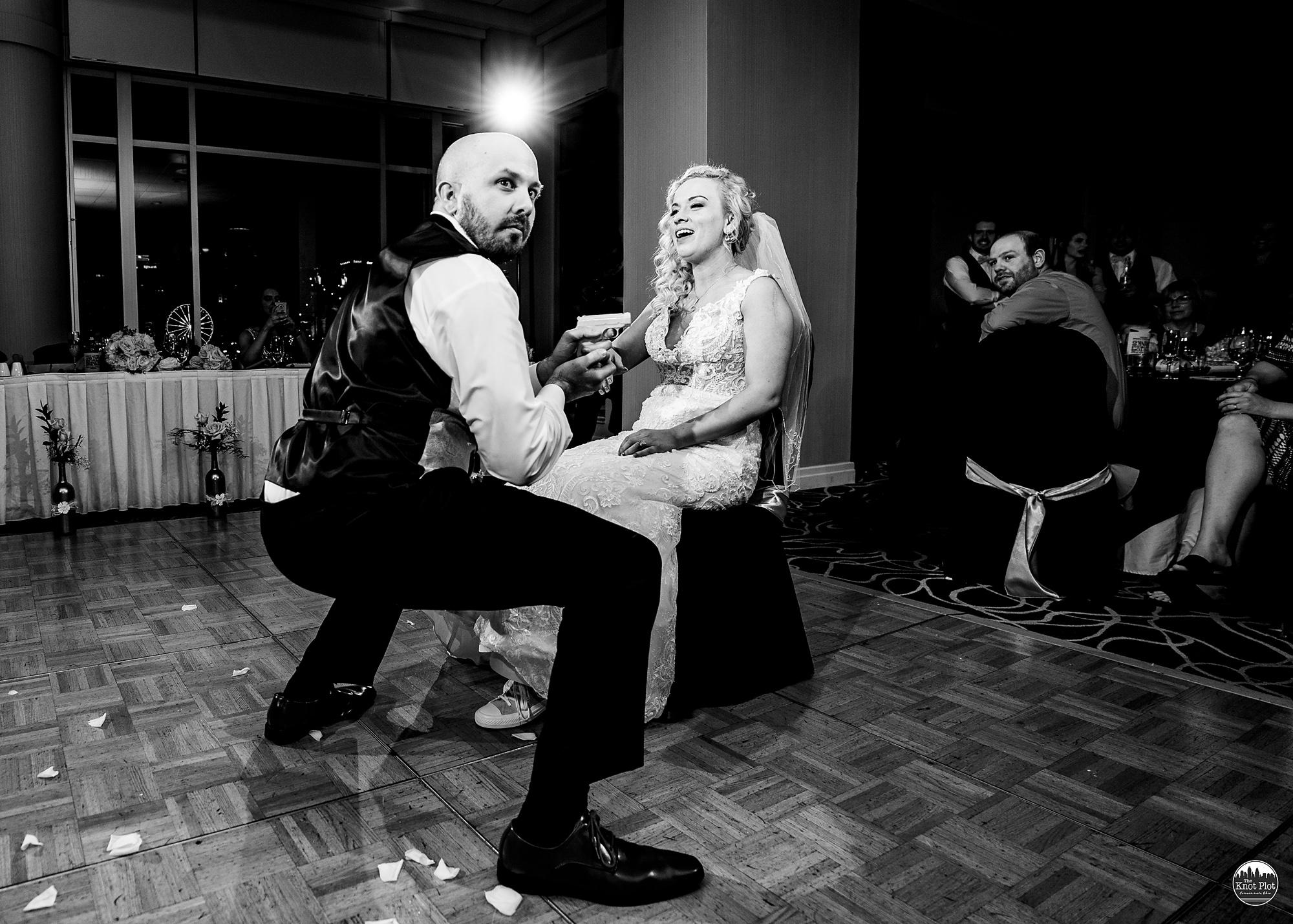 Embassy-Suites-Rivercenter-Cincinnati-Wedding-Photography-31.jpg