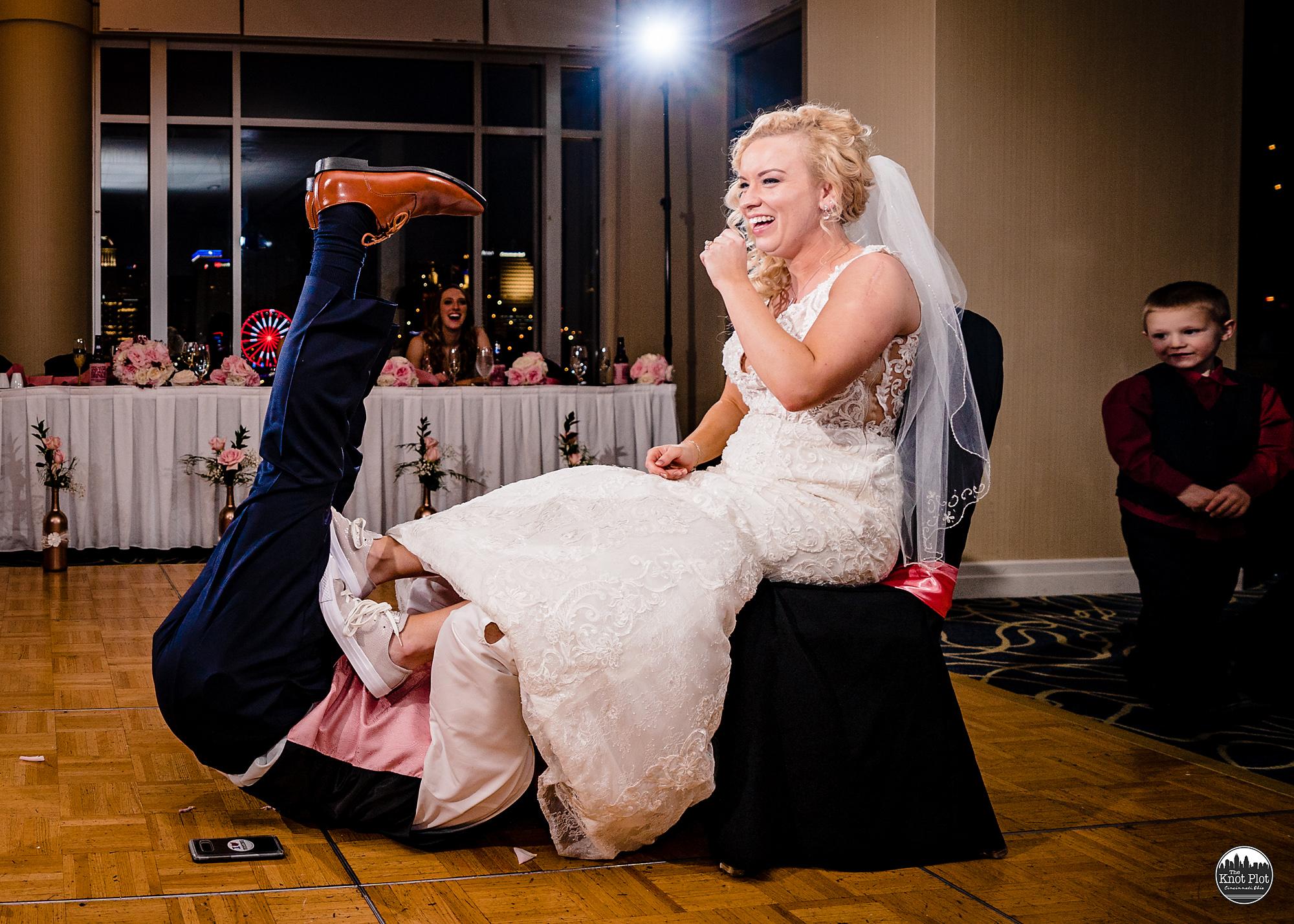 Embassy-Suites-Rivercenter-Cincinnati-Wedding-Photography-32.jpg