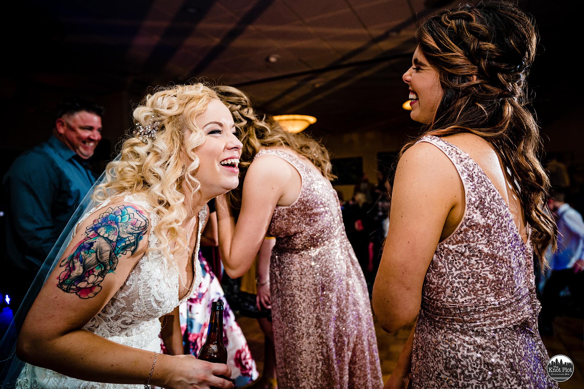 Embassy-Suites-Rivercenter-Cincinnati-Wedding-Photography-37.jpg