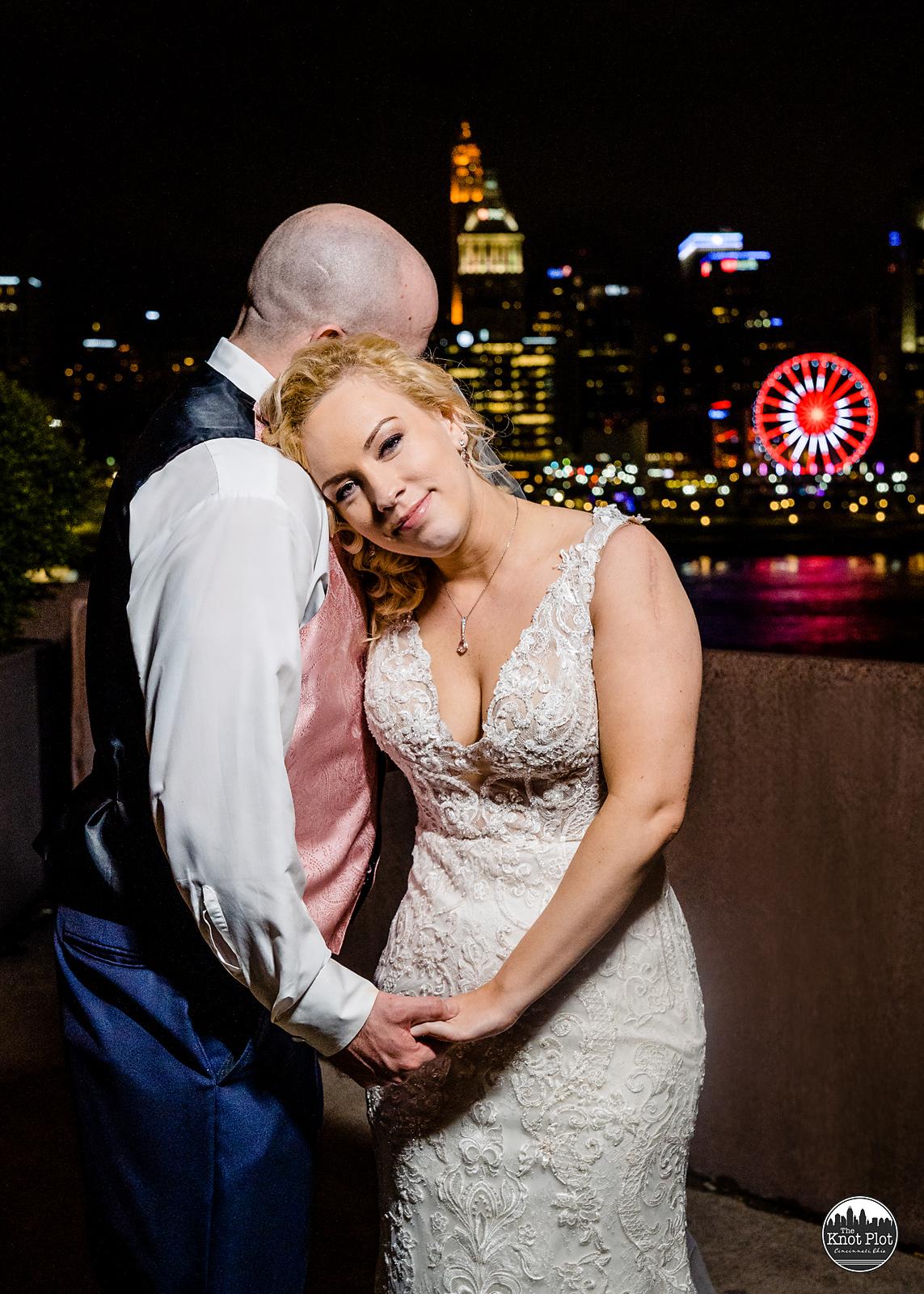 Embassy-Suites-Rivercenter-Cincinnati-Wedding-Photography-40.jpg
