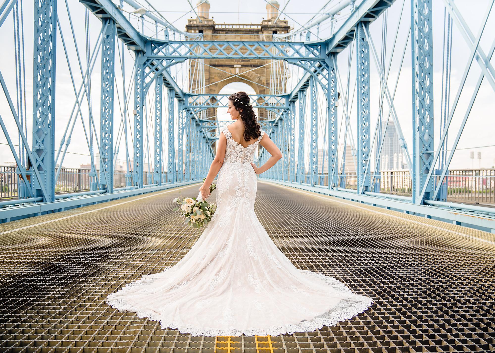 Embassy-Suites-Rivercenter-Wedding-Photography-16.jpg