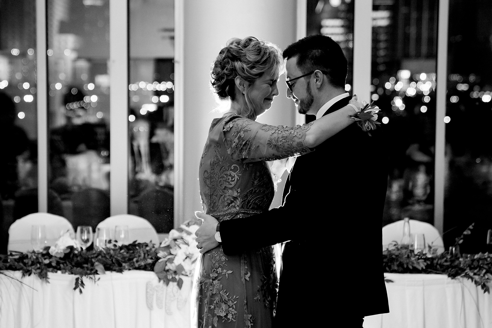 Embassy-Suites-Rivercenter-Wedding-Photography-37.jpg