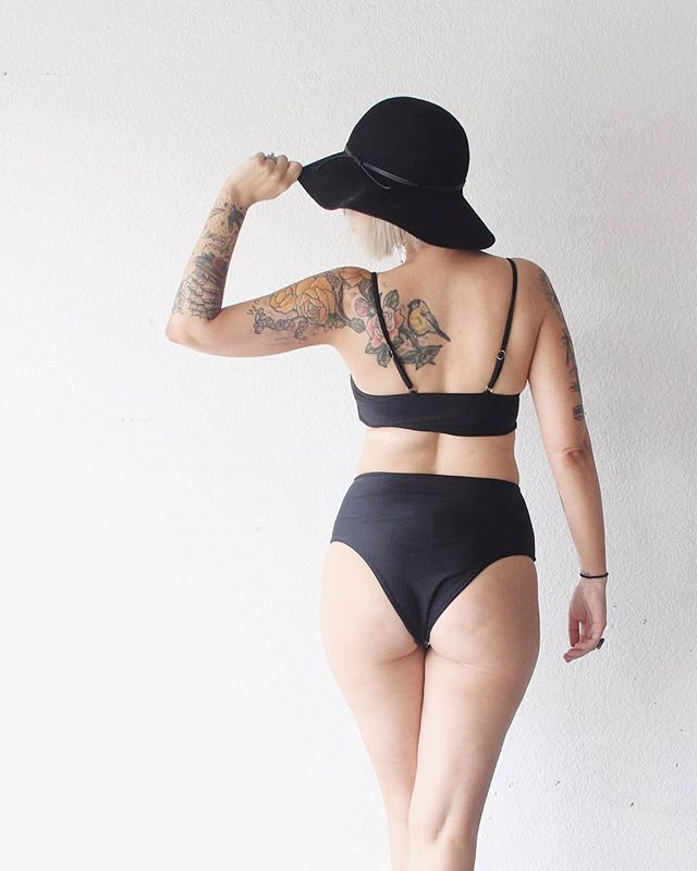 #ad  Guys!! We are heading to Hawaii for New Year's!! Yes I know it's early, but you gotta plan ahead! So I've already started collecting some new swimsuits for the trip! I love this one from @bloomingjelly_aimee 🖤 it's a different style than what I usually wear, but who can resist a black bikini?? SWIPE        I am loving the way I feel in it, and Tim loves how I look in it!! And the best part?? It's under $25!!! 🌺Aloha, Hawaii- here we come!!🌺 (In like 8 months😂) #swimsuit #bikini #classicblack #blackbikini #hawaii #aloha #vacationtips #vacationtips #hawaiian #hawaiilife #kona #konahawaii #luau #vacay #vacation #travelblogging #travellifestyle #traveldiaries #travel #wanderlust #tropical #tropicalvibes