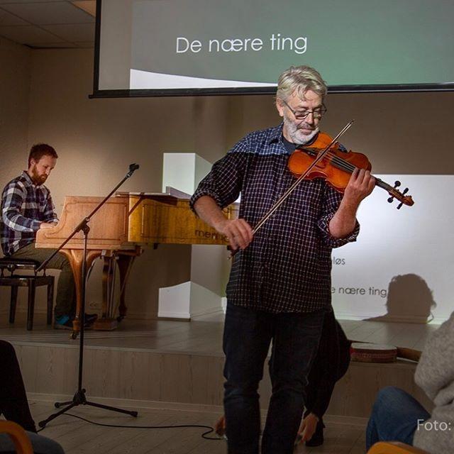 Estetikk i eldreomsorgen et viktig og fremtidsretta tema. Lektor ved @hivolda Øystein Salhus holdt et flott foredrag om sin forskning på dette i dag, med mange musikalske innslag.