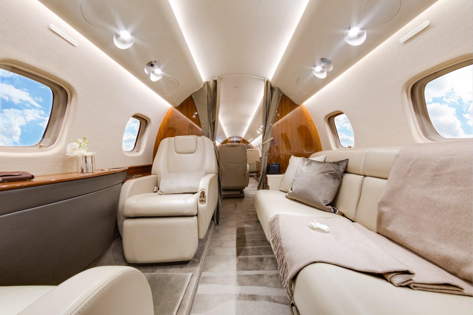 embraer_legacy_650_lx-mia_aft_cabin_2_1600x1200.jpg