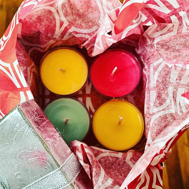 Scent samples of some of our best-selling  fall candles headed out! Request a scent sample pack under Mini Melts + Tealights in the Shop! . #soycandles #waxaddict #tealights #tealight #falltealights