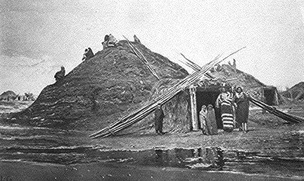 Earth lodges like this Pawnee home were fairly common dwellings among Native American people. Image via Wikicommons: https://commons.wikimedia.org/wiki/Category:Earth_lodge#/media/File:Pawnee_lodge.jpg