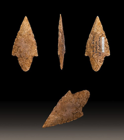 Image via wikicommons: https://commons.wikimedia.org/w/index.php?title=Special:Search&limit=250&offset=0&profile=default&search=arrowhead&advancedSearch-current={}&ns0=1&ns6=1&ns12=1&ns14=1&ns100=1&ns106=1#/media/File:Fleche_Cartailhac_MHNT_PRE_2009.0.232.2_Fond.jpg