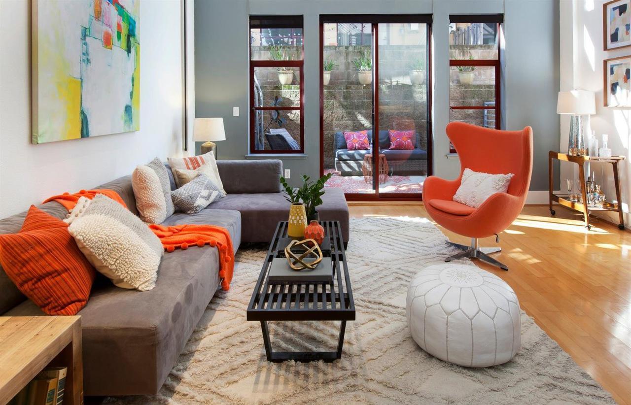 20303rdStreet_livingroom001.jpg