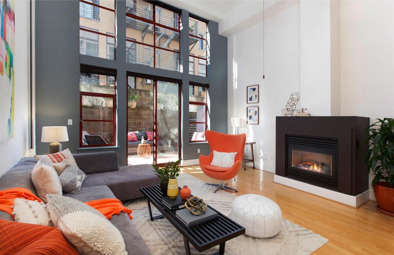 20303rdStreet_livingroom002.jpg