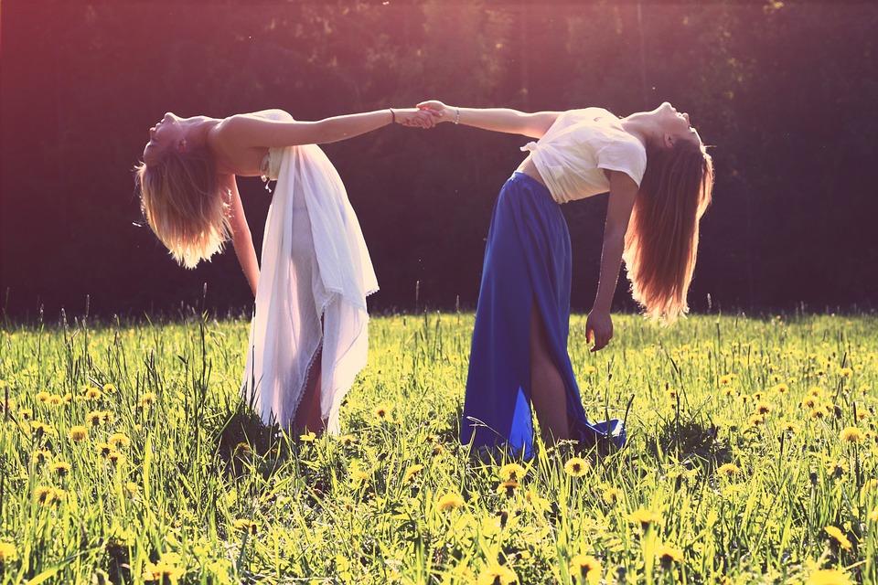 friends dance sunshine