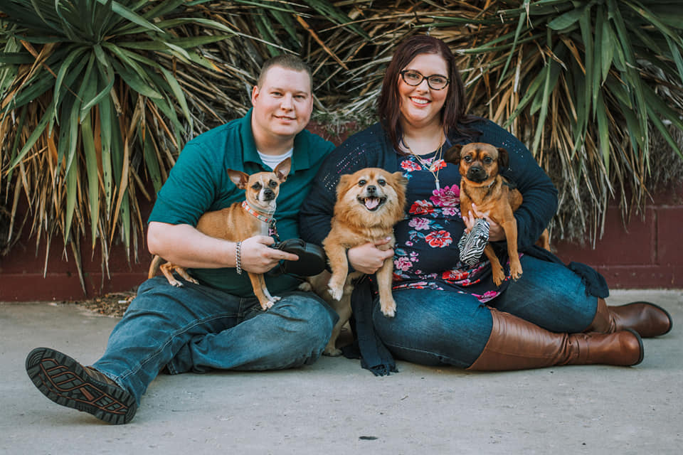 Family picture 2019- Chris, Mariah, Daisy, Red, Roxy