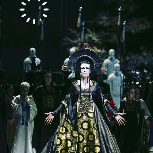 Turandot —the original story is based on one of the seven stories in the epic Haft Peykar—12th-century poet Nizami.⁣ #singer #voicemaster #music #singer #classicalmusic #opera #turandotopera⁣