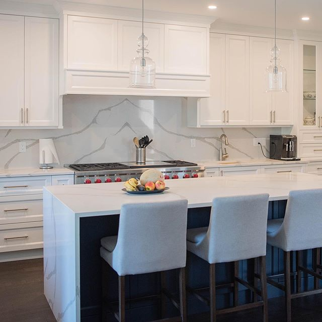 Check out this stunning project we completed earlier this year!  #kitchencabinets #kitchendesign #customcabinets #interiordesign #cabinets #cabinetmaker #kitchensofinstagram #kitcheninspo #kitchenideas