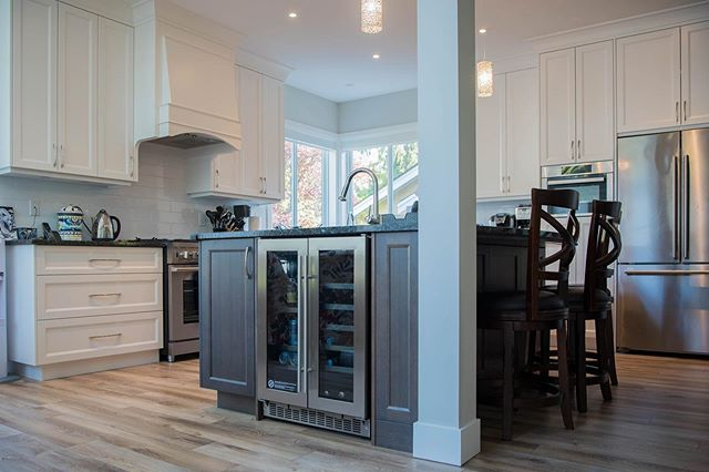 How about this two-tone kitchen with a built in beverage centre and customized hood fan. Bring us your ideas 💡 and we will make it happen!! #kitchencabinets #kitchendesign #customcabinets #interiordesign #cabinets #cabinetmaker #kitchensofinstagram #kitcheninspo #kitchenideas