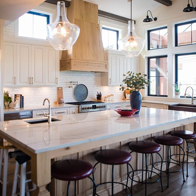Natural materials, traditional elements and modern touches were combined to create this stylish and extremely functional kitchen that is charming, warm and welcoming.  #kitchencabinets #kitchendesign #customcabinets #interiordesign #cabinets #cabinetmaker #kitchensofinstagram #kitcheninspo #kitchenideas