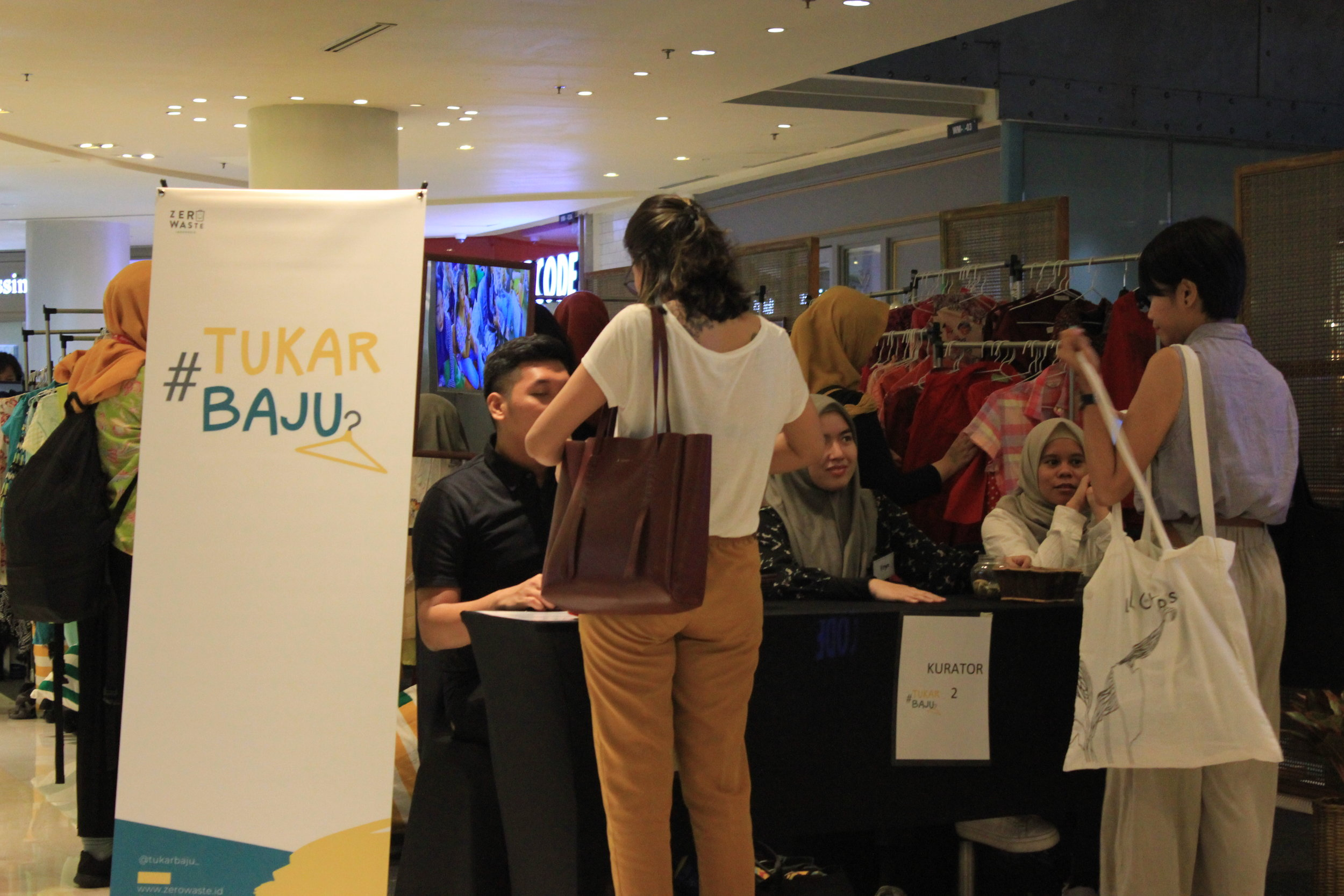 Clothes Swap by Tukar Baju during the GAYA event launch (Image by: ZeroWaste Indonesia)