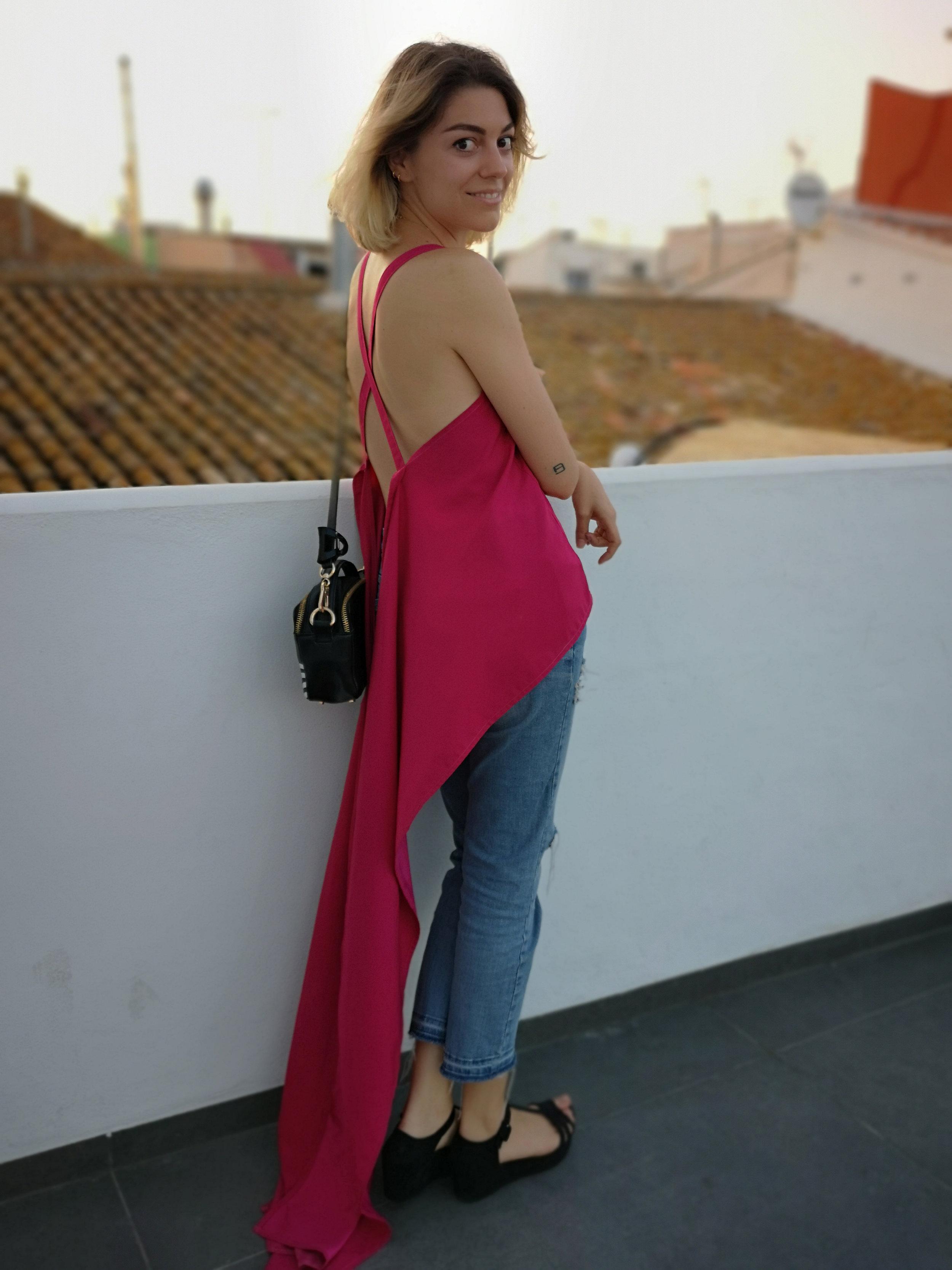 blusa-zero-waste-fucsia-estilismo-4-terraza-els-magazino-denia-rebervere.jpg