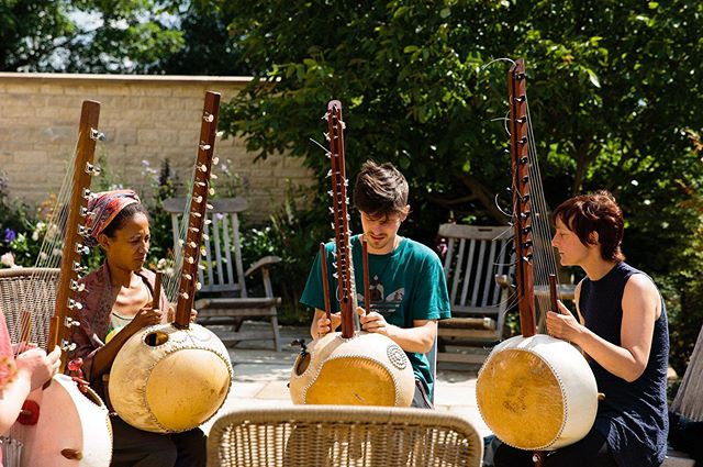 We've got guests from Switzerland, the US and the UK at our workshop this week! All connecting over a love of playing this beautiful West African instrument :) . . . . . . . . #kora #koramusic #korateacher #koraworkshops #koralessons #musiclessons #musicworkshop #learnthekora  #learnthekorauk #learnnewinstruments #worldmusic #westafricanharp #westafricanmusic #stamford #retreat #musicretreat #meditation #newmusic