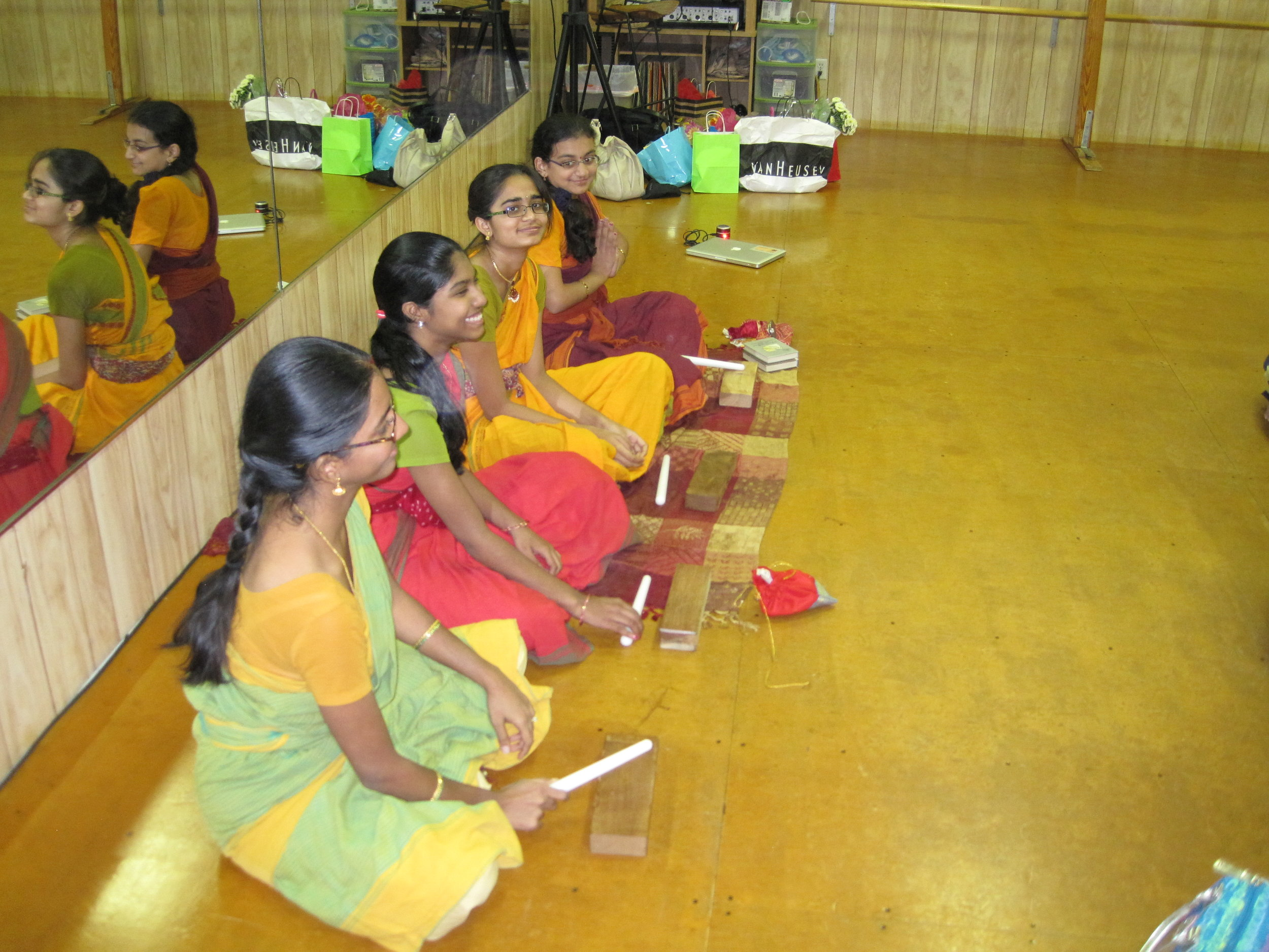 Students learning thattukazhi, 2012