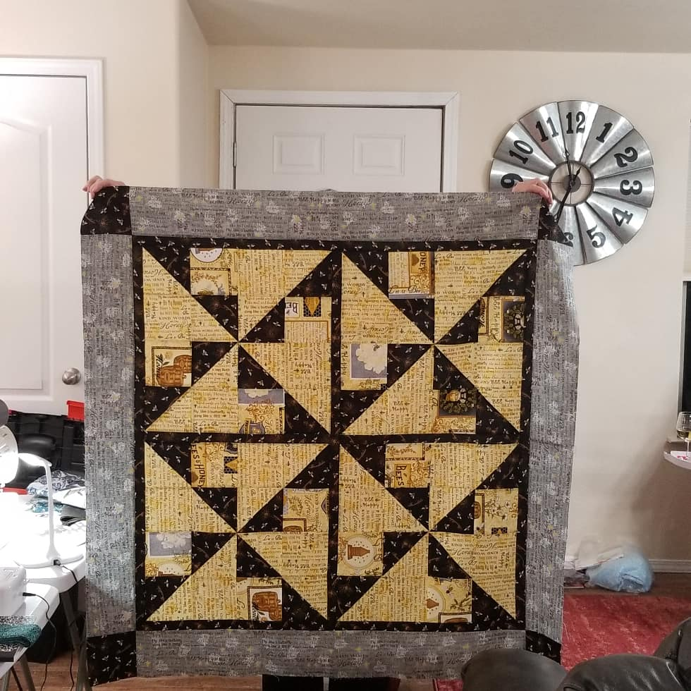 Bee quilt finally complete!