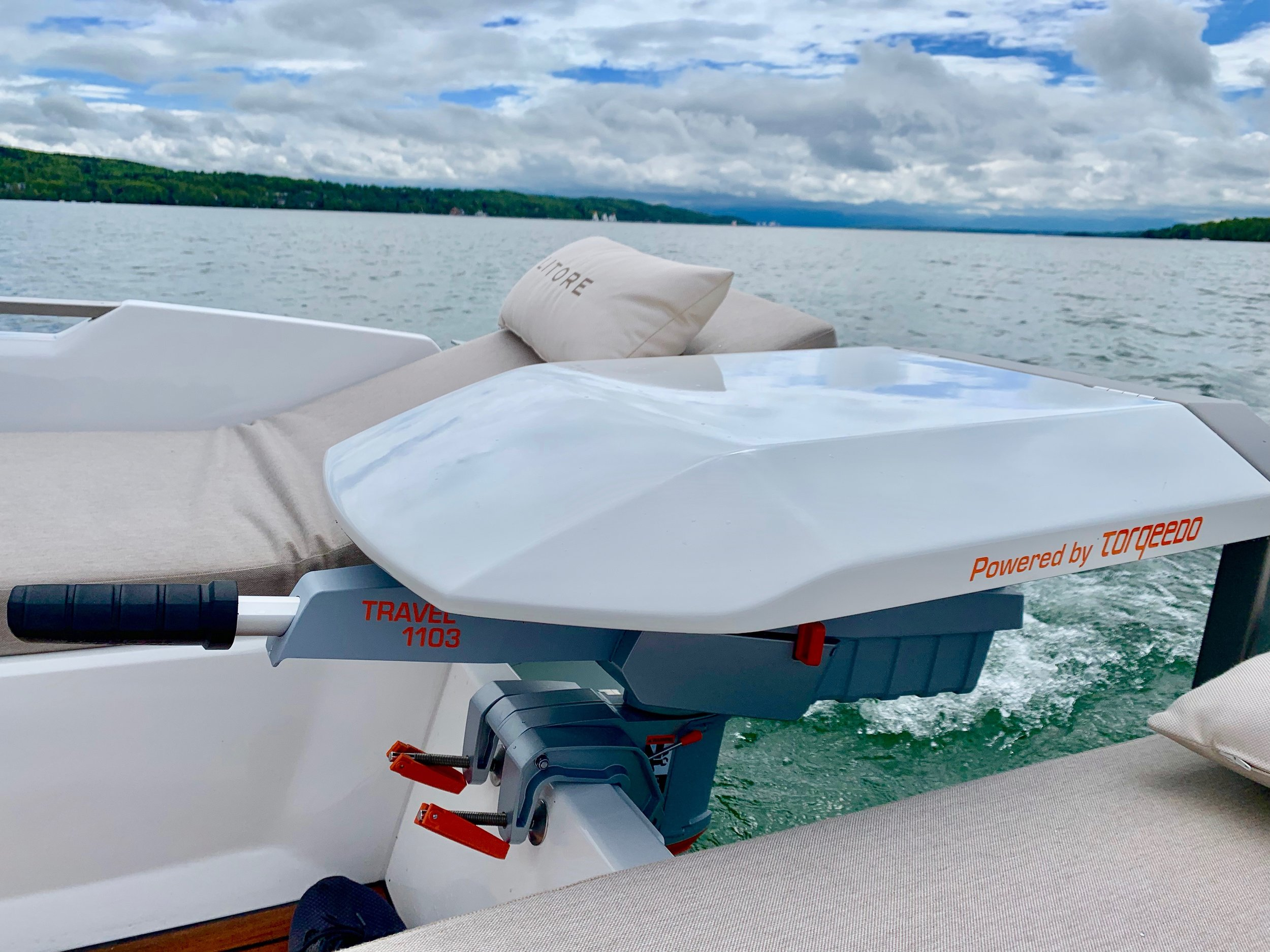 Designed for easy boating - Litore One introduce a new way of handling outboard motor through the foldable engine cover which is simultaneously an armrest.