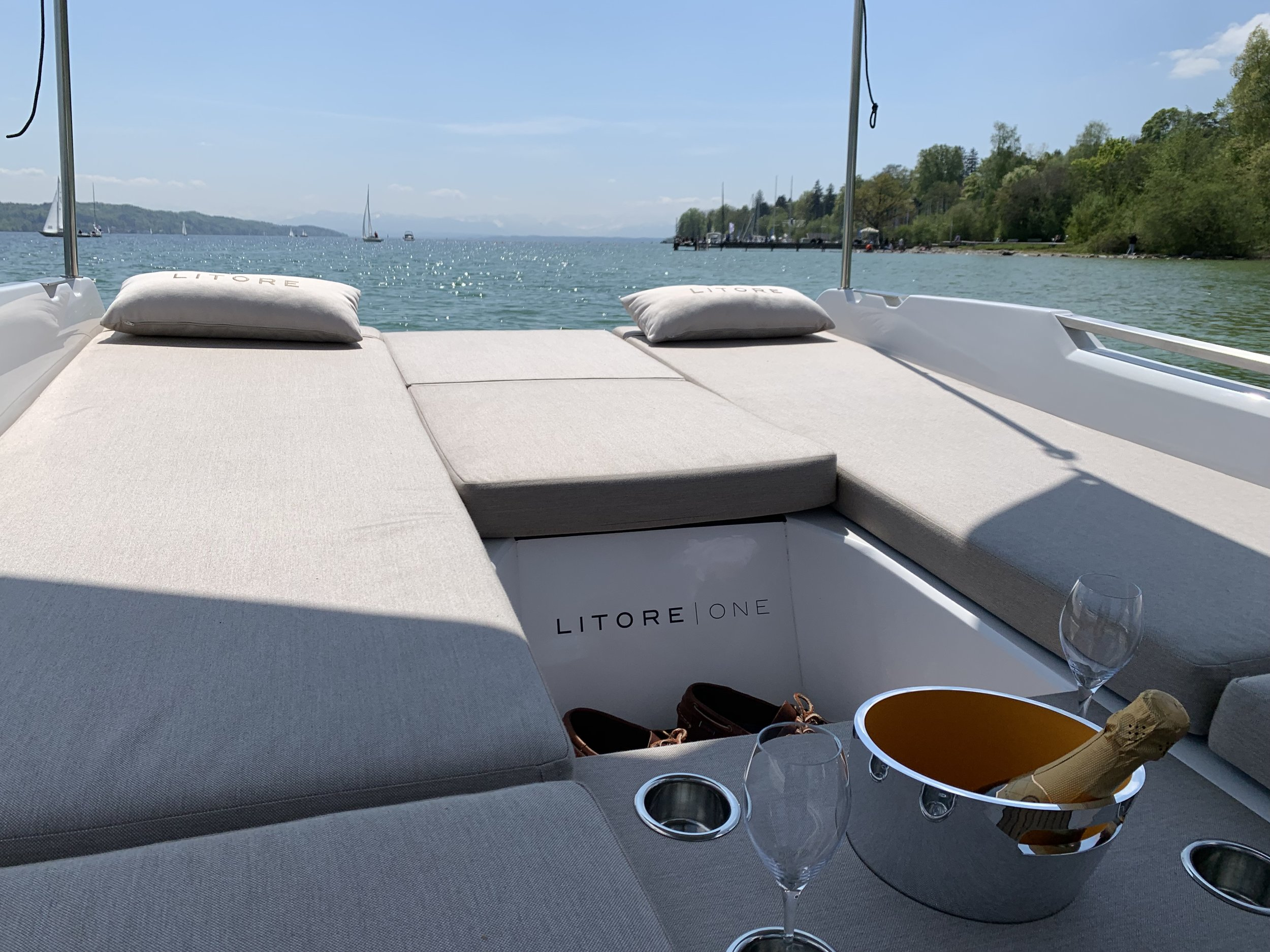 SPACe & COMFORT - Designed from the inside out, the Litore One is meticulously sculpted to maximize deck space.