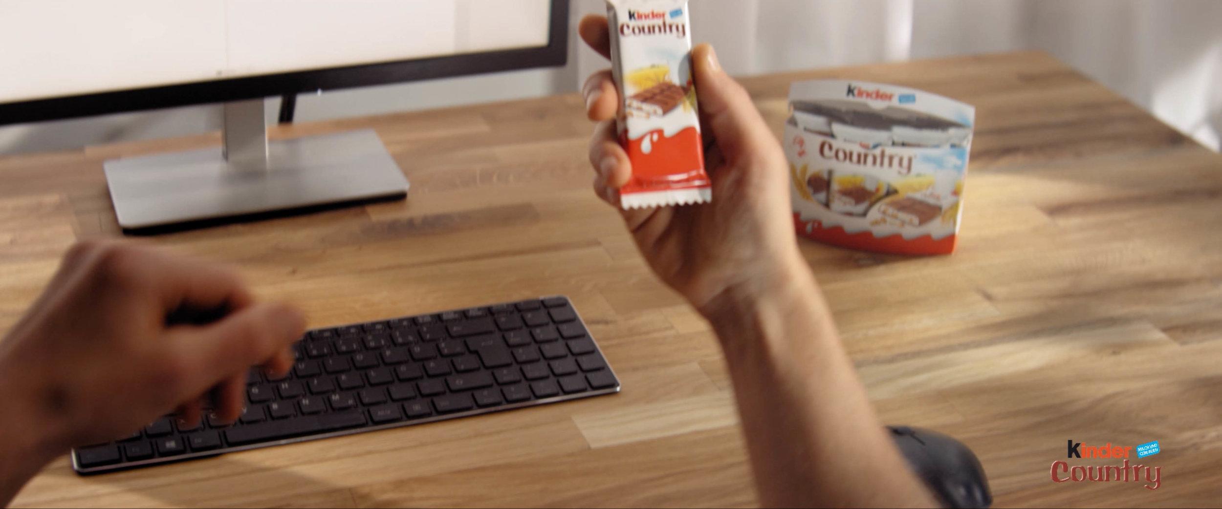 Kinder-Country-Ferrero-Product-Shot-Filmstill_01.jpg