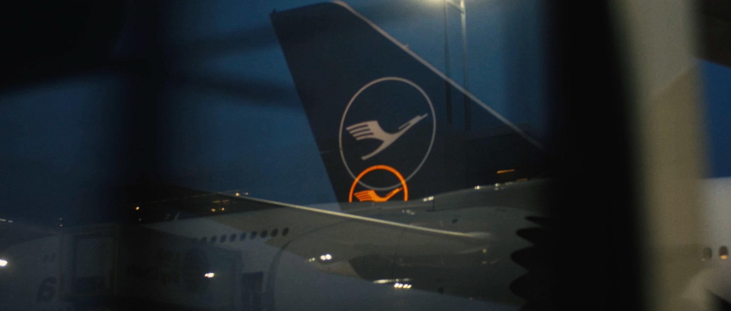 Lufthansa-Airplane-New-Airport-Surface-Beklebung-Travel-TakeOff_08.jpg
