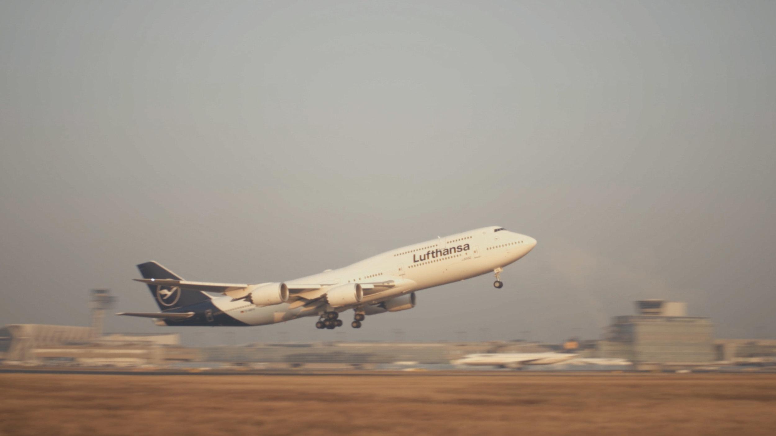 Lufthansa-Airplane-New-Airport-Surface-Beklebung-Travel-TakeOff_12.jpg