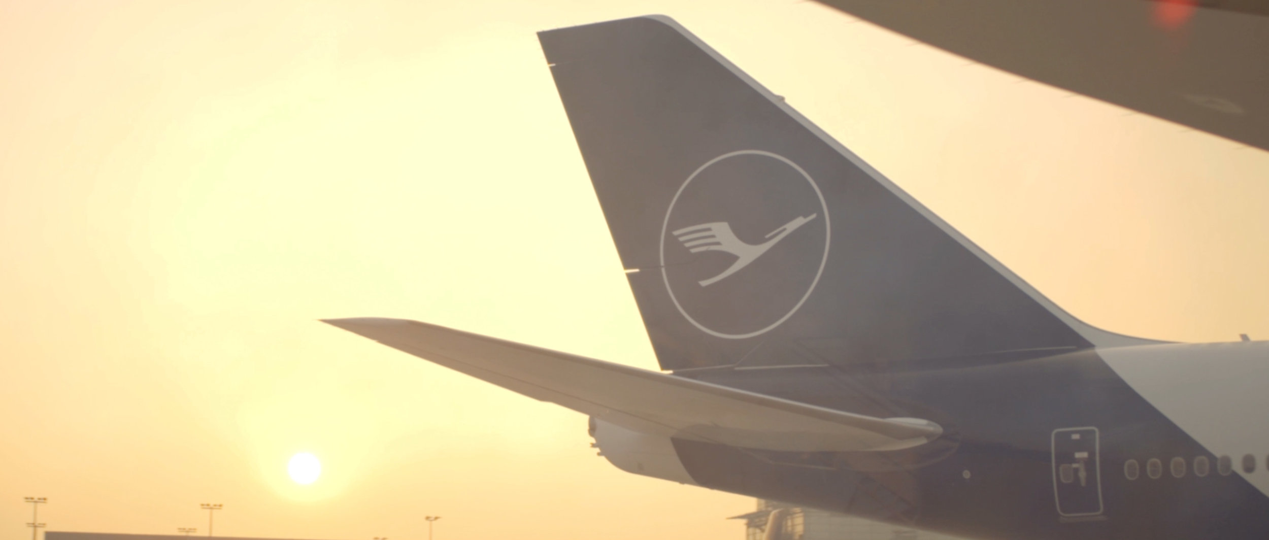 Lufthansa-Airplane-New-Airport-Surface-Beklebung-Travel-TakeOff_13.jpg