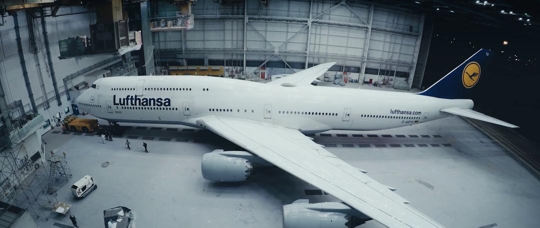 lufthansa-new-livery-beklebung-a380-rom-flugzeug-hangar-timelapse2.jpg