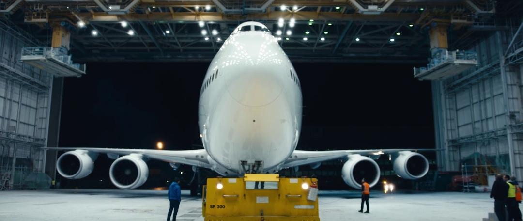 lufthansa-new-livery-beklebung-a380-rom-flugzeug-hangar-timelapse12.jpg
