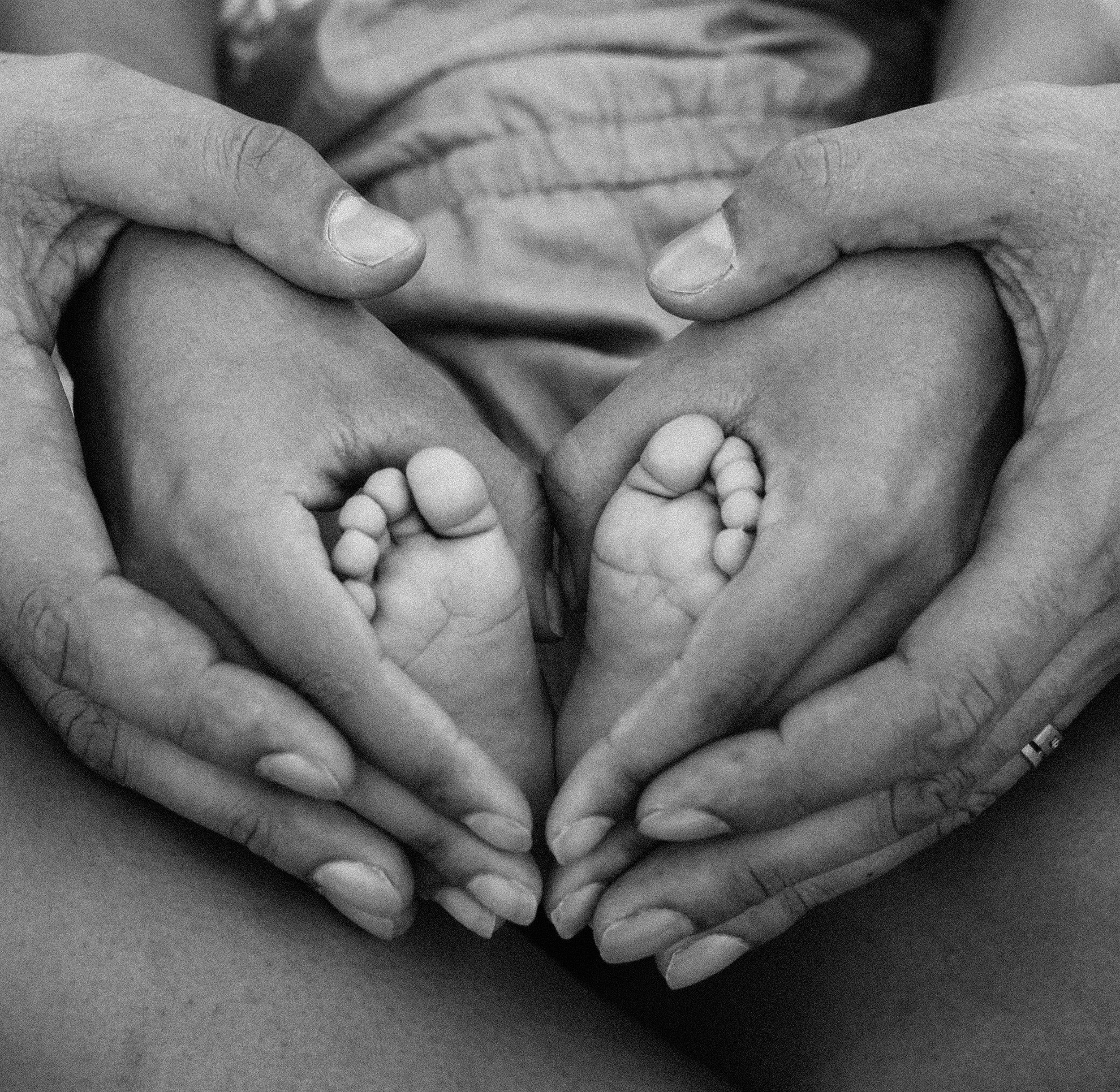 affection-baby-birth-1912359.jpg