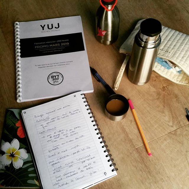 A l'école des yogis 🎓📚 #yogateachertraining #yogatraining #yoga #yogaeverydamnday #yuj