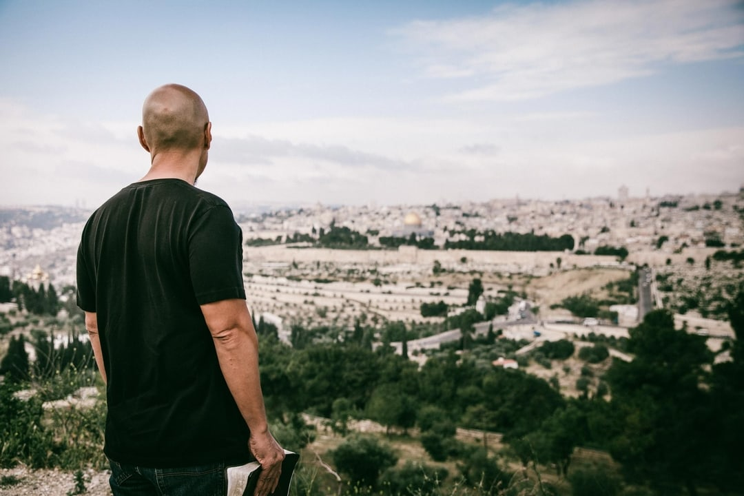 In this 11-part series… - In this 11-part series on the Gospel of Mark, author and speaker Francis Chan invites us to walk with him along the ancient ways of the Master. Tracing the steps of Jesus and the Twelve through Israel, Francis explores the major themes of the Gospel of Mark, and asks: Are we willing to take this journey to embrace discipleship?