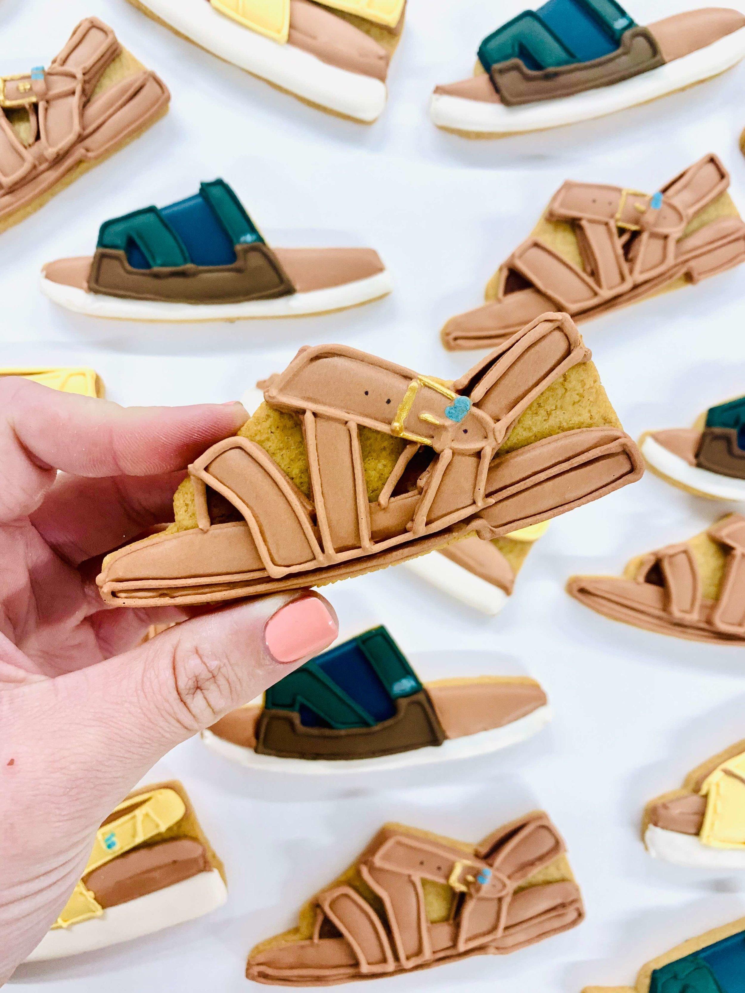 Toms sandals cookies (1).jpg