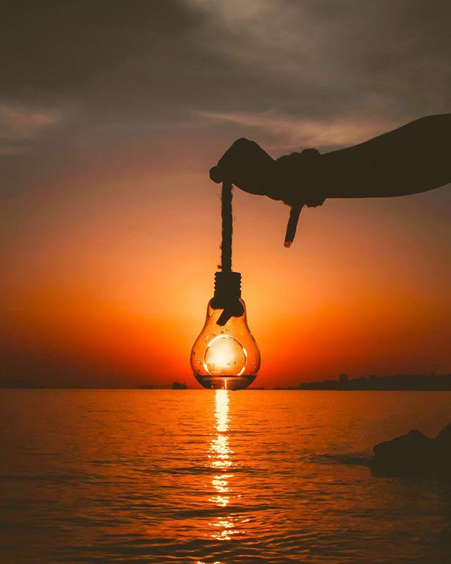 Solenergi kan utnyttes både til oppvarminig ved hjelp av en solfanger, og til å produsere strøm, enten ved hjelp av solceller eller i solvarmekraftverk. ☀️ Solenergi er et marked i kraftig vekst, og siden 1998 har markedet for konvensjonelle solenergiløsninger hatt en årlig vekst på om lag 40 prosent. I dette perspektivet har solenergi potensiale til å bli den viktigeste fornybare energikilden i framtiden.  sammenlignbar industri aktivitet i energi sektoren. 🌿 Er du interessert i solenergi, og skal du snart bytte eller oppgradere taket ditt? Besøk www.suno.no!