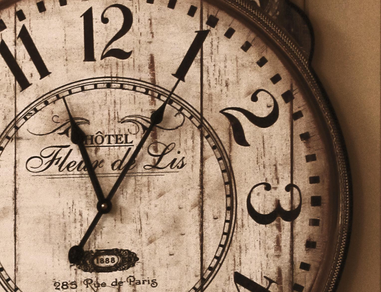 Clock-fleur-de-lis.jpg
