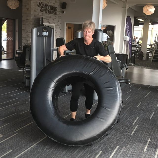 💪🏼💁One of Janes PT sessions this week. A more upper body based workout. I will be uploading her other sessions form this week soon! You can see 3 of her workouts (she does atleast 1 every day and is in her 60's! Even though she looks a beautiful 40 😘)🙌 ✅TYRE flips ✅Mountain climbers ✅Thrusters ✅Snatch ✅Single arm row  10 reps of each 20 reps of each 30 reps of each  20 reps of each 10 reps of each 😱 💪🏼🙌 ••••••••••••••••••••••••••••••••••••••••••••••••••••••••••••••••••••••••••••••••••••••••••••••••••••••••• #weightloss #gym #getfit #fitfam #fitness #fit #fitspo #gymlife #fitlife #girlswholift #girlsthatlift #fitnessgirl #fitnessgirls #girlsthatlift #gymgirl #fit #fitspo #fitfam #fitfamily #weightloss #weightlossjourney #fatloss #strong #fitnessmotivation #gymtime #gymrat #gymflow #strongisthenewskinny#fitnessjourney #fitlife
