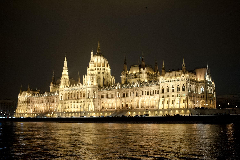 BUDAPEST_Parlement nuit 1.jpg