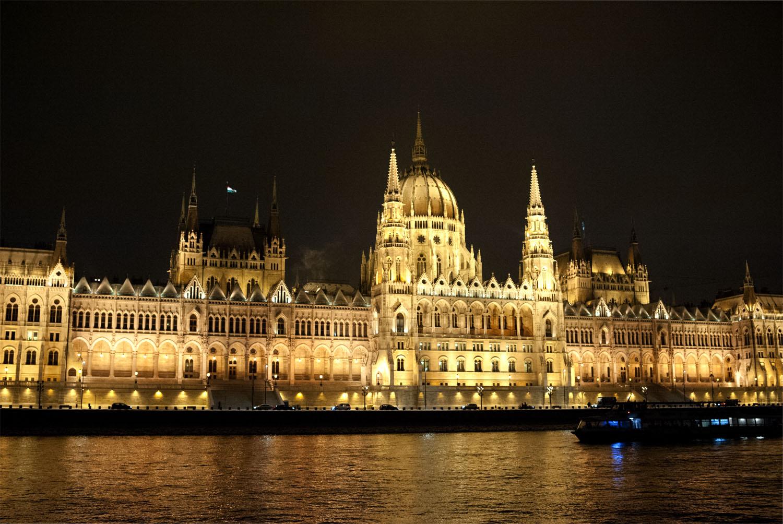 BUDAPEST_Parlement nuit 2.jpg