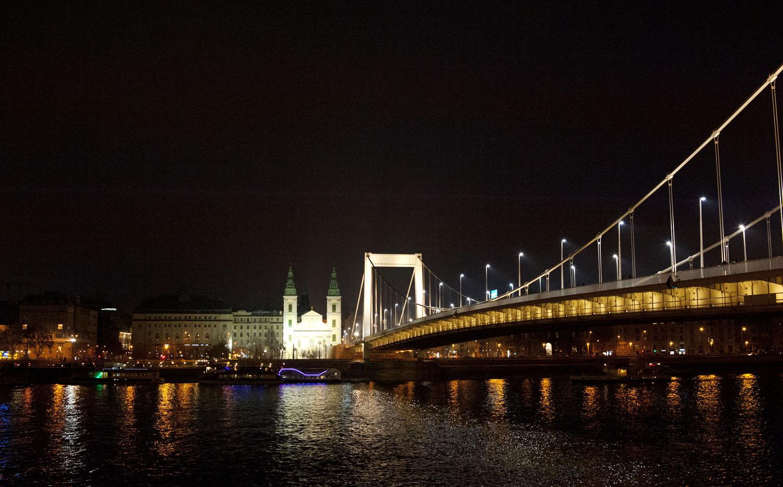 BUDAPEST_Parlement nuit 3.jpg