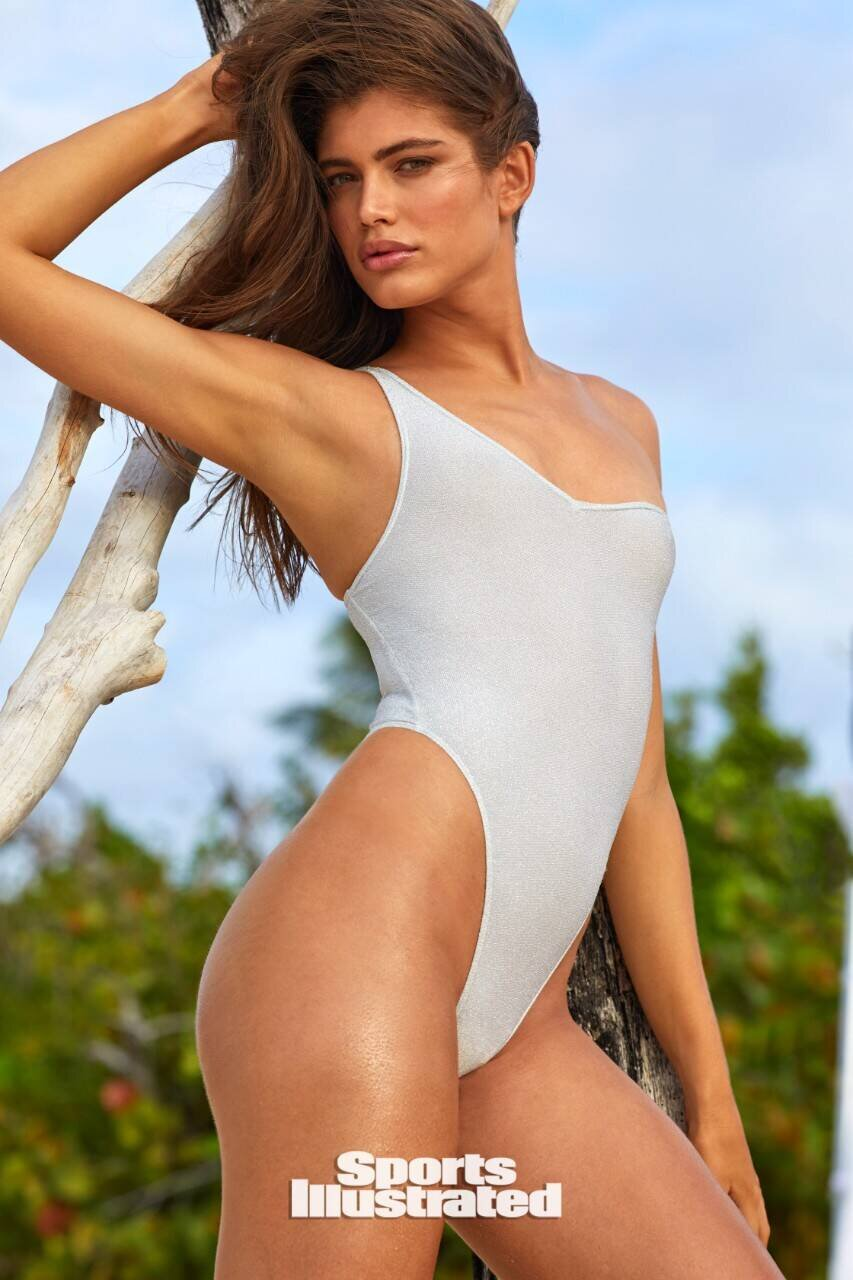 Valentina Sampaio Is The First Transgender Sports Illustrated Swimsuit Model What You Expect