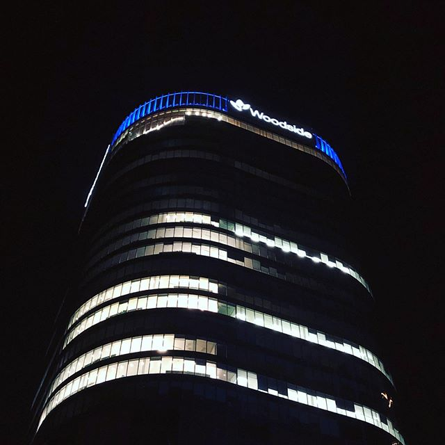Woodside HQ's lights shined blue to show support for #onestraw last week. From Perth to Karratha, Woodside rolled out our reusable straws as part of their #plasticfreejuly campaign to raise awareness for single use plastics. Over 400 staff participated and $700 has been raised to assist us with our ongoing beach/ water way clean up projects #perthisok #beachcleanup #plasticfree #zerowaste #refusethestraw