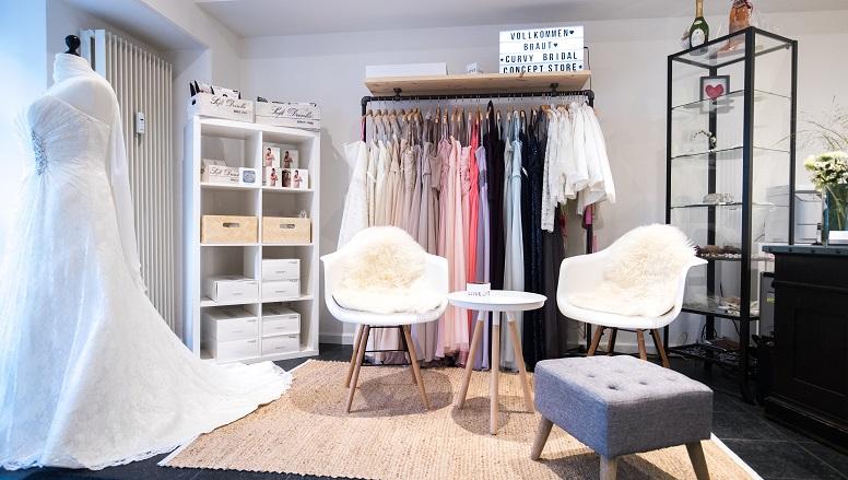vollkommen-braut-curvy- bridal-concept-store-plus-size-boutique-hamburg-brautladen-brautmode-eventmode.jpg