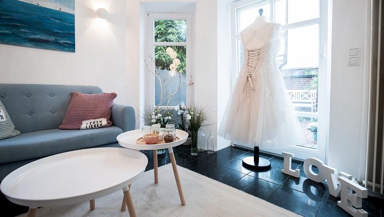 vollkommen-braut-curvy- bridal-concept-store-plus-size-boutique-hamburg-brautladen-brautmode.jpg