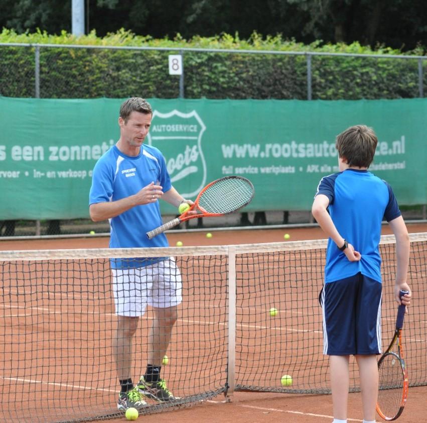 voor Jeugd en volwassenen - Wij bieden de best passende begeleiding voor elke jeugdspeler, van tenniskids tot selectiejeugd.